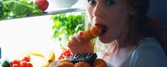 6 comidas que no deben comer durante la cena para dormir bien