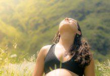 Las clases de yoga durante el embarazo ayuda en el descenso del bebé