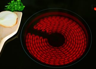 Panquecas de avena deben cocinarse a fuego lento para evitar que se quemen.