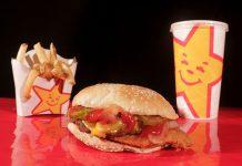 Mezclar refrescos con hamburguesas