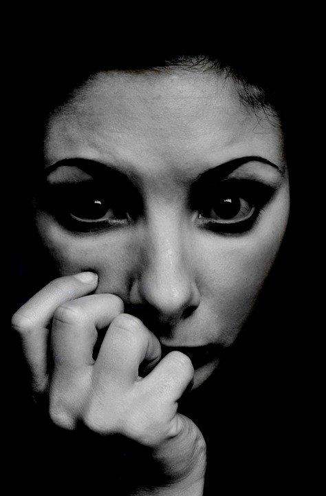 El trastorno de ansiedad es uno de los más comunes en la población. No importa edad, credo, raza o sexo. Bajo este orden; están también los llamados trastornos o síndromes depresivos que con el transcurrir del tiempo y, la constante evolución humana, se han hecho cada día más presentes en la población mundial.