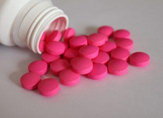 Ácido acetil salicílico es el nombre químico de la aspirina, que hace aproximadamente 100 años fue descubierta. Desde hace un siglo, muchas personas han sido beneficiadas debido a los efectos terapéuticos que esta tiene sobre el organismo. Puede curar la fiebre, aliviar el dolor y disminuir la inflamación;como también ayudar a aminorar los efectos de un resfriado.