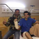 Pedro Cavadas con el marine accidentado. Créditos: ABC
