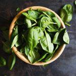 Una ensalada verde diaria ayuda a que el cerebro se conserve joven
