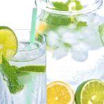 Beneficios de beber en ayunas agua tibia con limón y bicarbonato