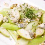 Ensalada fresca de manzana y apio o celery