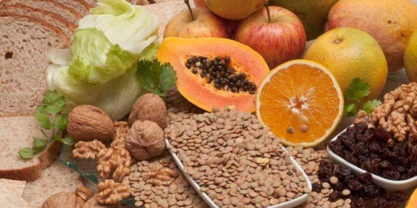 La fibra alimenticia se clasifica frecuentemente como soluble