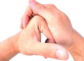 Chascar los dedos desgasta innecesariamente las articulaciones