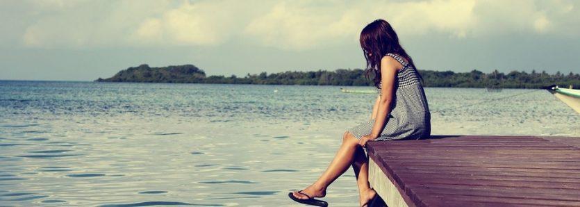 Técnicas de autoayuda. Estar solo no es lo mismo a sentirse solo. En el primer caso, se trata de una circunstancia física; en el segundo, de un sentimiento subjetivo