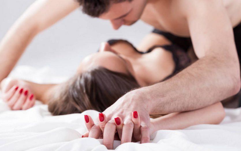 Experimentan nuevas posturas y posiciones con el objetivo dedeleitarse en mayor medida de sus cuerpos
