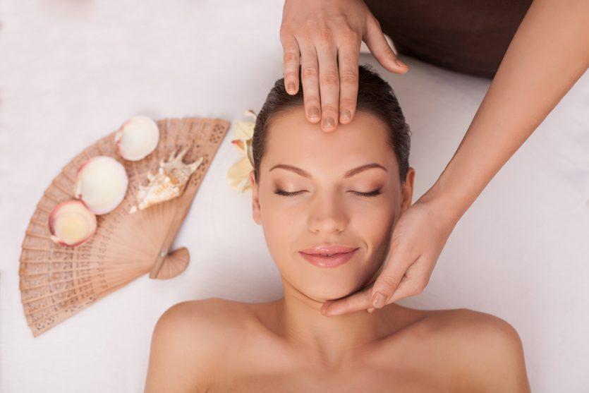 Masaje kobido  conocido como el lifting facial natural. Esta terapia, usada por las antiguas emperadoras japonesas