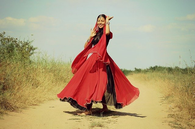 Bailas y seras feliz