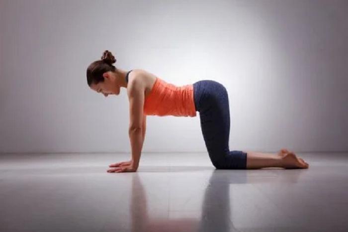 3 ejercicios para la zona lumbar con brazos y piernas