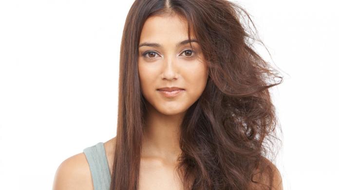 ¿Como evitar el frizz en tu cabello? Te damos 7 consejos