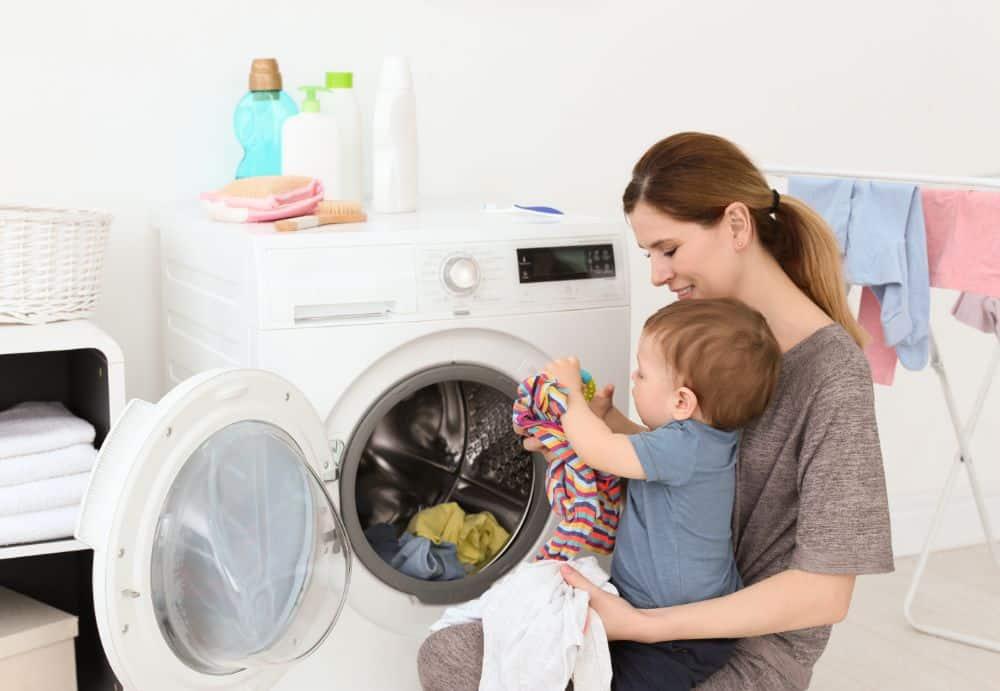 ¿Cómo lavar la ropa de bebé correctamente?
