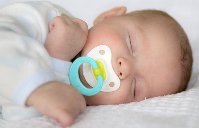 Chupete recién nacido¿Desde qué mes mi bebé puede usarlo y por cuánto tiempo?