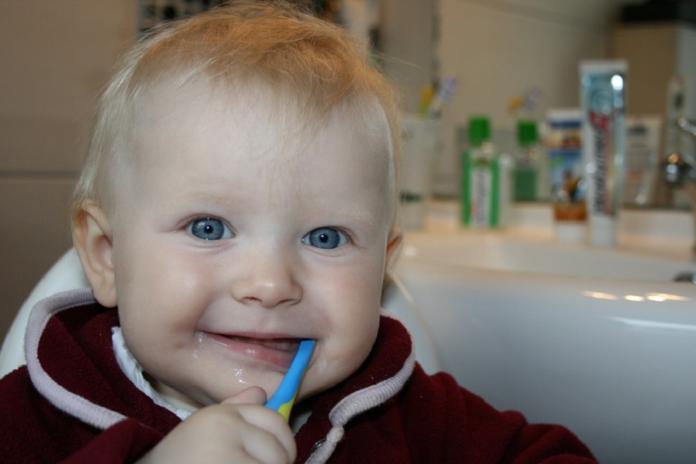 síntomas de los primeros dientes del bebé -Imagen vía: pixabay